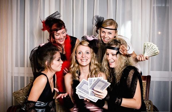 Лижет фото молодых девушек на вечеринках