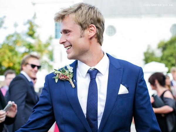 5ca4191285fd Выбираем костюм жениху по правилам. Фото с сайта http   wedding-diary  Покупка свадебного ...