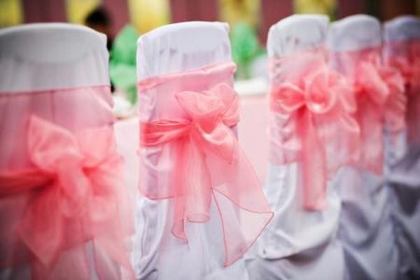 Нежно-розовая легкая ткань подчеркивает нежность праздника. Фото с сайта http://s10.photobucket.com/