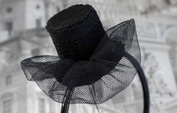 Шляпка из бумаги на ободке. Фото с сайта www.rukikryki.ru
