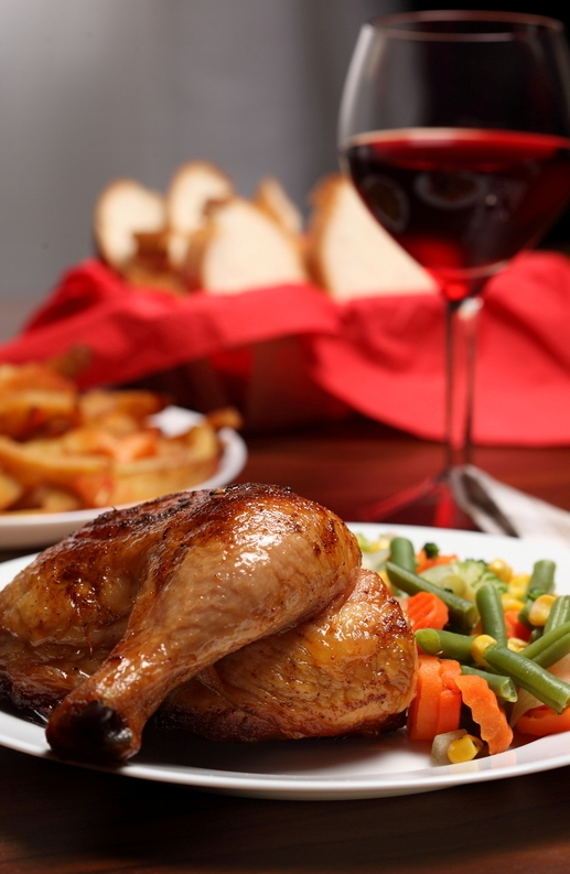 Не последнюю роль играет подача блюда. Учеными доказано, что еда, оформленная красиво, заранее кажется человеку