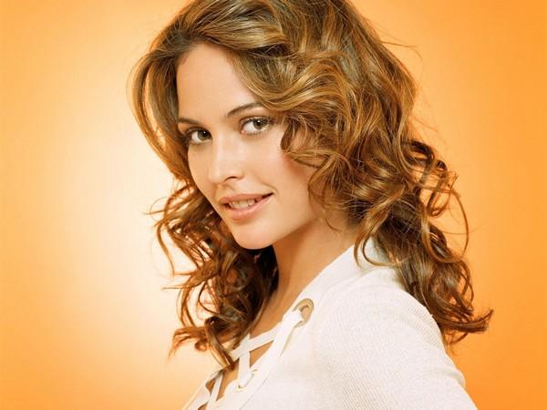 Красиво завитые локоны: романтичный образ. Фото с сайта www.lady-zaza.ru