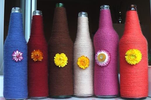 Преображаем обычную бутылку в яркий элемент праздничного стола. Фото с сайта verdiktor.net
