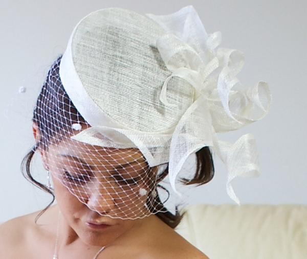 Стильная шляпка-таблетка. Фото с сайта www.bespokenfor.co.uk