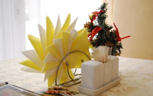Как красиво сложить салфетки в салфетницу. Фото с сайта dnepr.vj.ua