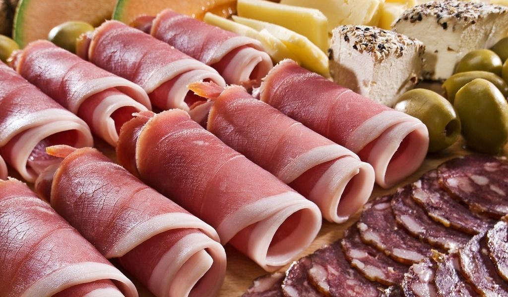 allfons.ru-22077 Как собрать мясную тарелку: выбор мяса, аккомпанемент, правила сервировки