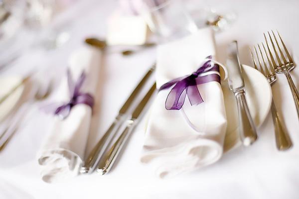 Как красиво сложить салфетки. Фото с сайта fashionsvadba.ru