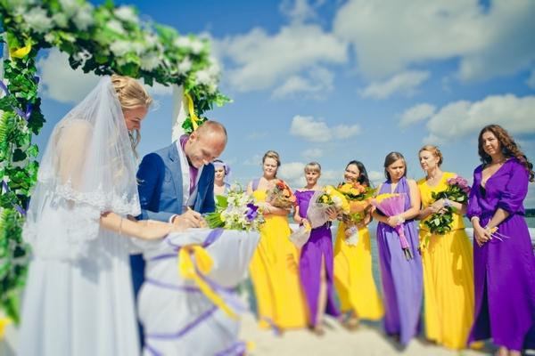 Выездная регистрация брака — роскошь для молодоженов. Фото с сайта www.prazdnik74.ru