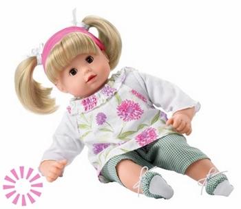 Кукла — любимая игрушка малышки. Фото с сайта podarki.domprazdnik.ru