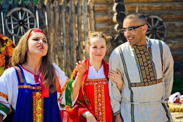 Традиционное сватовство — интересно и стильно. Фото с сайта etnosvadba.ru