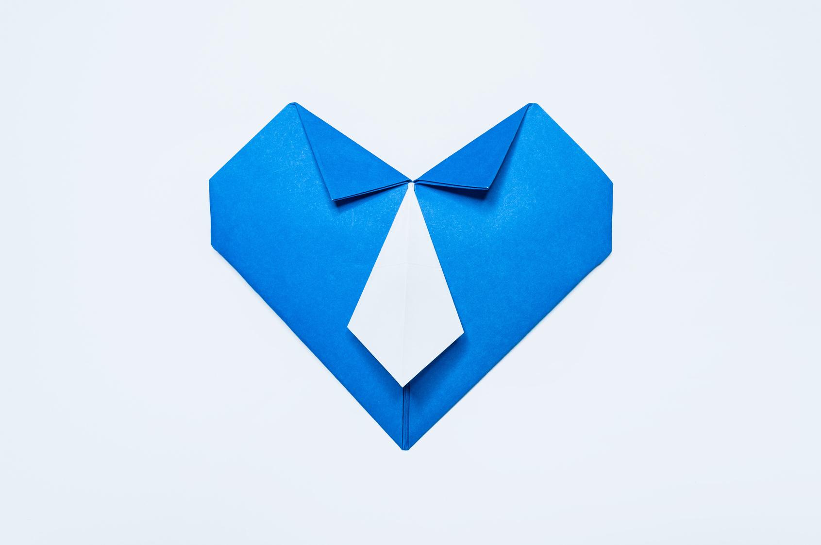Открытка с любовью в форме рубашки с воротником и галстуком