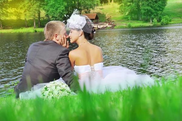 Летняя свадьба: особенности и достоинства. Фото с сайта orgsvadba.com