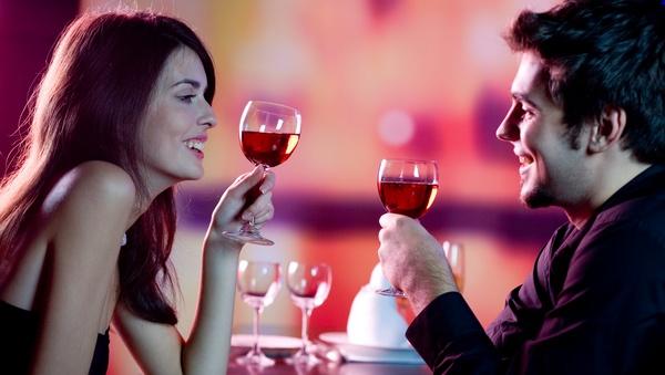 Романтический ужин вдвоем — беспроигрышный вариант для подарка мужу