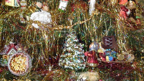 Елочные игрушки выбрайте по душе. Фото с сайта www.christmasheaven.ru
