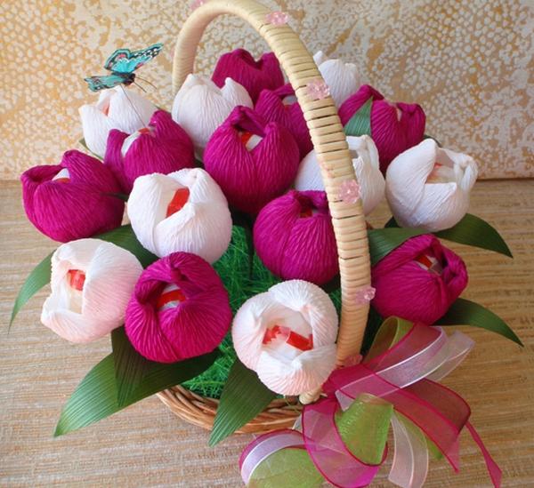 Корзина ярких тюльпанов. Фото с сайта http://content.podarki.ru/