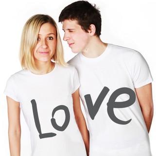 Майки с надписями — оригинальный подарок для двоих. Фото с сайта podarki.ru