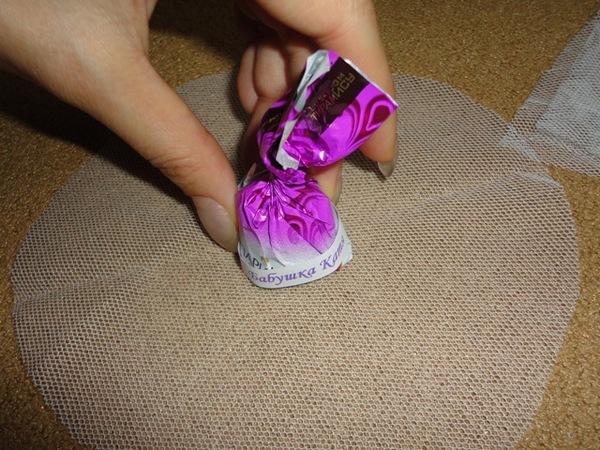 Вырезаем круг из ткани. Фото с сайта http://idealnaja.ru