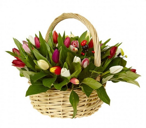 Романтично: корзина с цветами в подарок. Фото с сайта lepestki.kiev.ua
