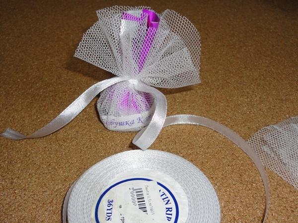 Завязываем конфетку красивой ленточкой. Фото с сайта http://idealnaja.ru