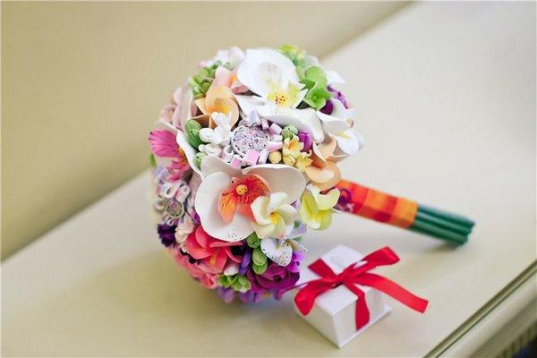 Полимерная глина — отличный материал для изготовления красивых цветов. Фото с сайта forum.littleone.ru