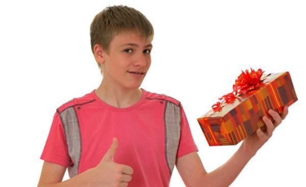 Что подарить мальчику на 14 лет